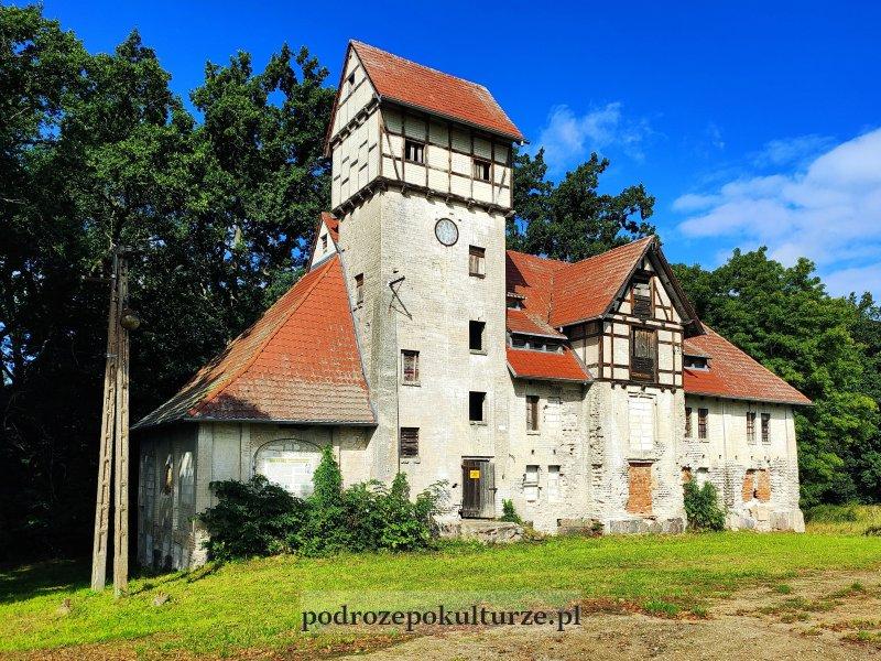 17 zaskakujących i nieznanych miejsc w Polsce spichlerz projektu Waltera Gropiusa w Jankowie