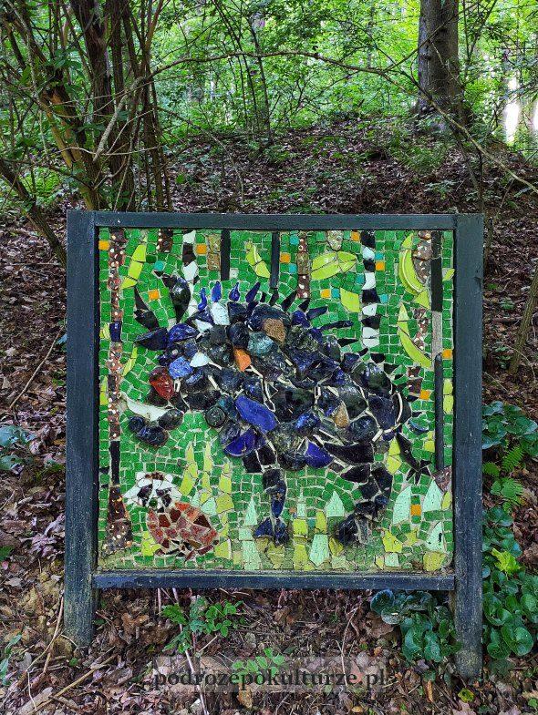 Dzik - mozaika w ogrodzie Ekosamotni