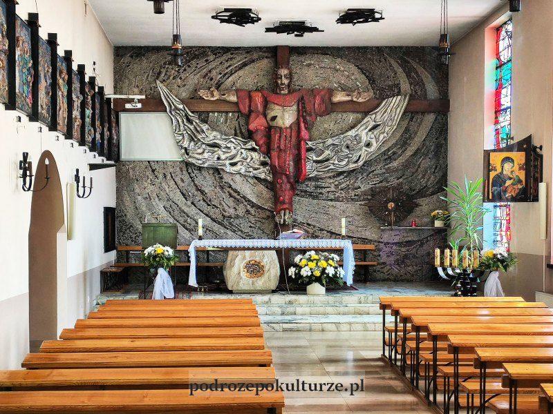 Wystrój kościoła Chrystusa Króla w krakowskich Przegorzałach - posąg Chrystusa z wymienną głową