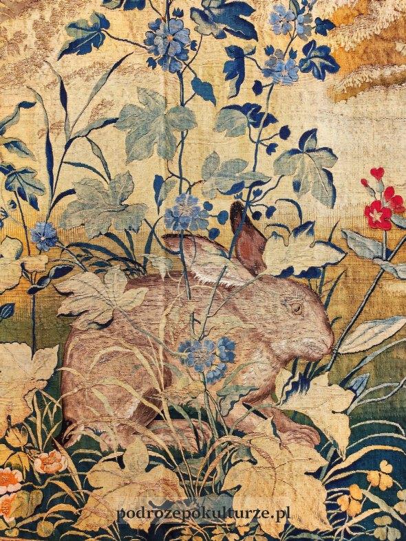 """Arras """"Lis pożerający ptaka i królik"""" fragment"""