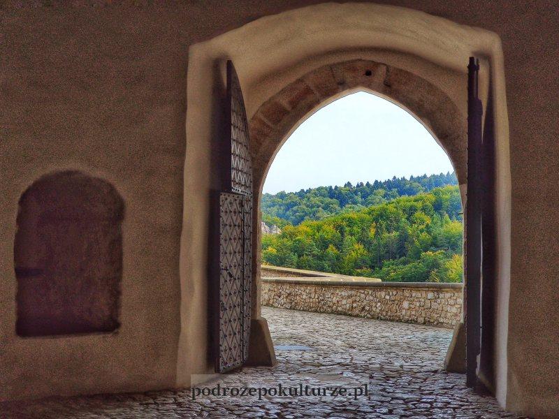 Widok z zamku Pieskowa Skała na Ojcowski Park Narodowy
