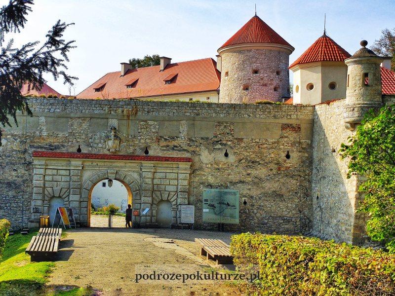 Zamek w Pieskowej Skale - brama główna