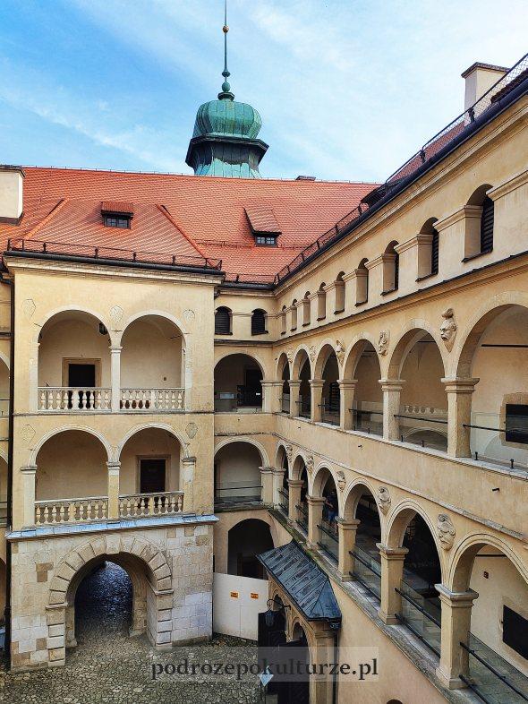 Dziedziniec arkadowy zamku Pieskowa Skała