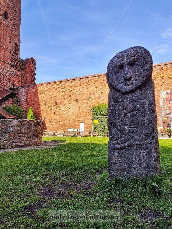 Baba Pruska Olsztyn dziedziniec zamku