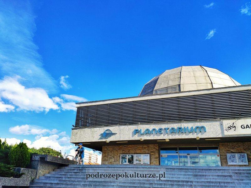 Architektura brutalistyczna w Olsztynie - planetarium
