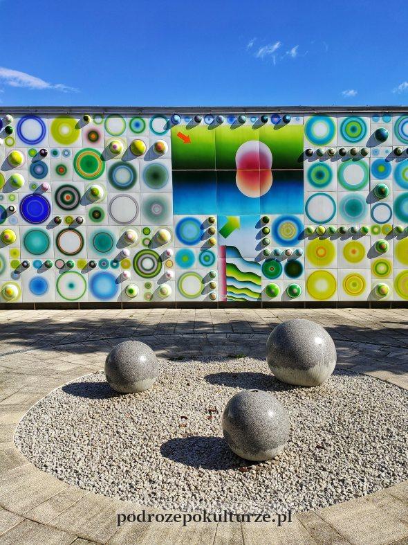 mozaika z emaliowanych elementów Stefana Knappa w Olsztynie