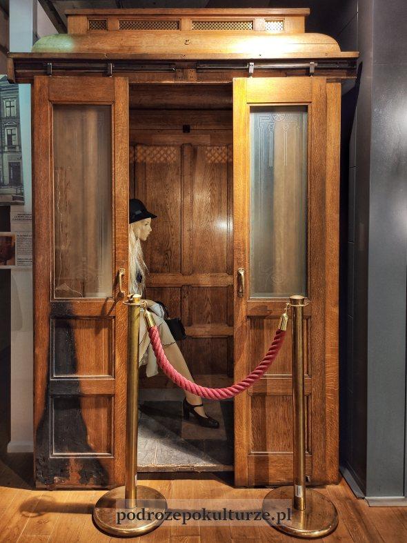 Muzeum Nowoczesności w Olsztynie. Zabytkowa winda